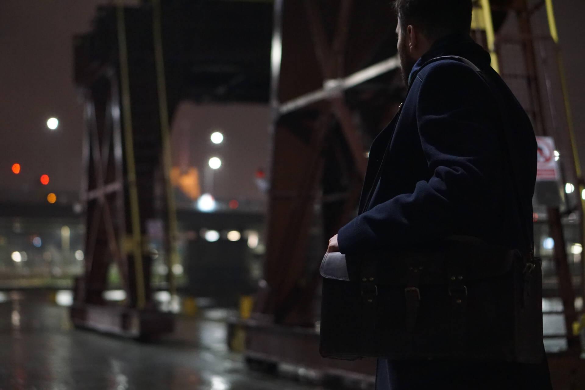 Mężczyzna na moście